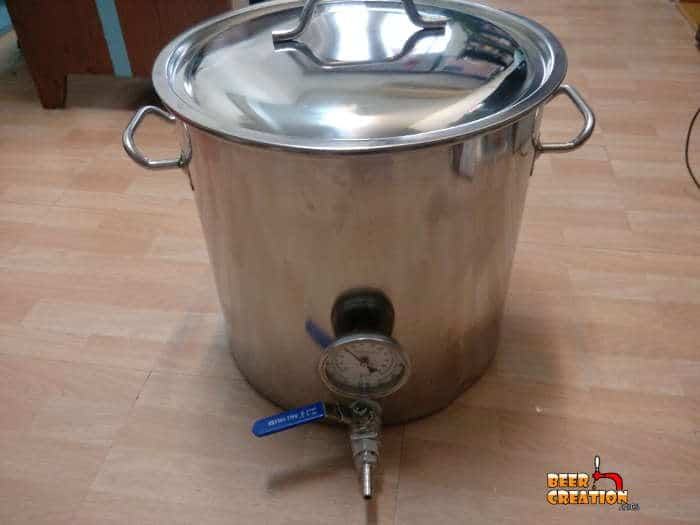 Brew kettle with spigot and lid